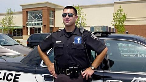 Facebook pagará el sueldo de un oficial de policía para que patrulle las calles cercanas a su nuevo campus