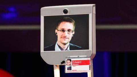 Snowden critica Amazon por filtrar información de usuarios
