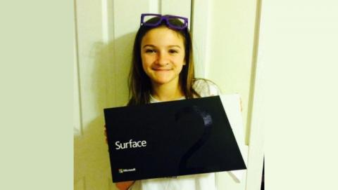 Niña crea collage para que su padre le compre un iPad Mini. Padre avisa a Microsoft, y acaba con una Surface 2.
