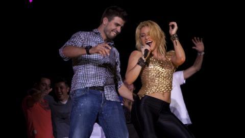 Shakira recibe insultos en Twitter por cantar en catalán