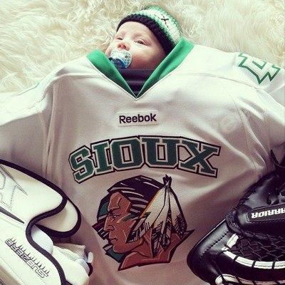 Instagram: bebés con trajes de adulto