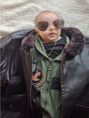 Instagram bebés con trajes de adulto