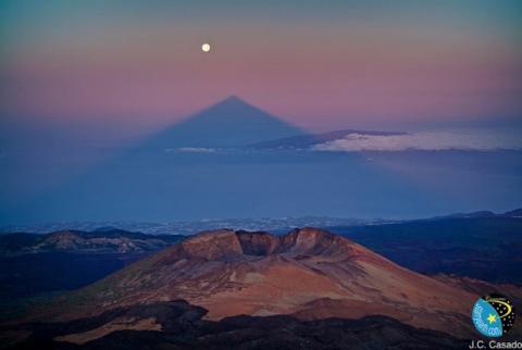 Eclipse de Luna sobre el Teide