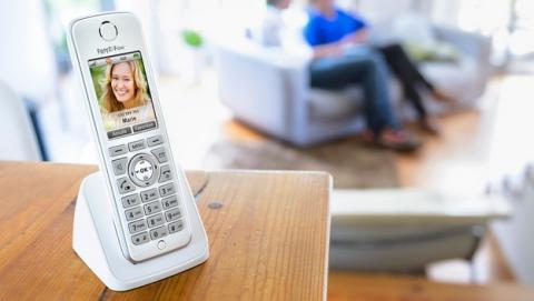 FRITZ!Fon C4 de AVM, el teléfono fijo con funciones de smartphones, incluye reproductor MP3, lector de RSS y emails, y control de electrodomésticos del hogar, con funciones de Smart House.