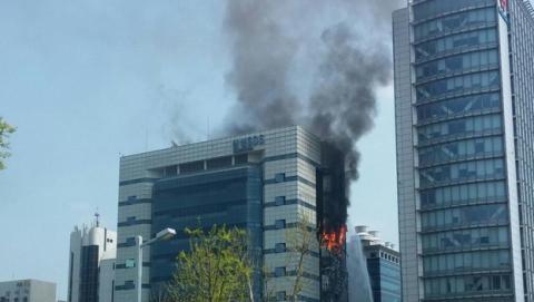 Espectacular incendio en el edificio Samsung SDS en Corea del Sur, posible causa del corte de algunos servicios en los smartphones, tablets y SmartTV de Samsung.
