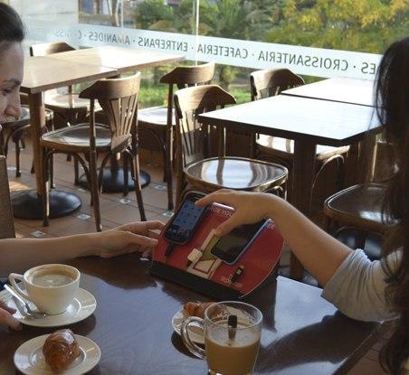 Yup!Charge, carga tu móvil gratis en cientos de cafeterías, tiendas y locales