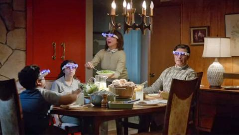 Un banco parodia las Google Glass