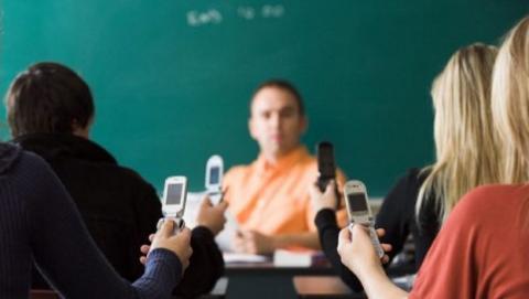 El ciberbaiting es el acoso que los alumnos menores realizan a los profesores, usando las redes sociales. Si mi hijo practica el ciberbaiting... ¿Qué hago?
