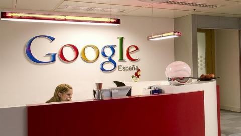 La Unión Europea obliga a Google a garantizar el Derecho al Olvido de los usuarios, borrando sus datos personales si se lo piden.