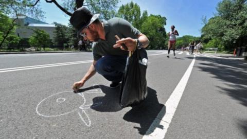 De La Vega ha expuesto su trabajo en aceras y murales