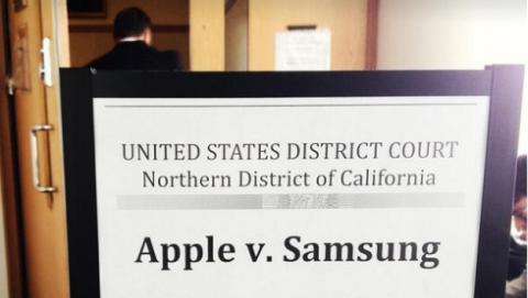 Apple y Samsung, guerra de patentes: Apple pide vetar la venta de smartphones de Samsung.