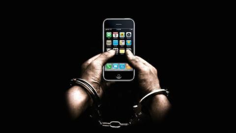 Nuevo hack secuestra iPhones en tu propia mano