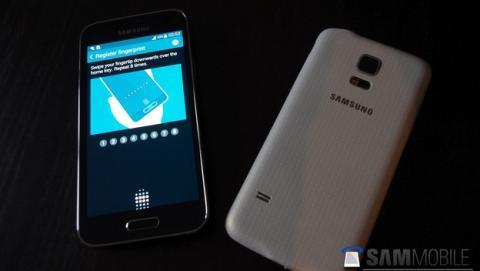 Este es el Samsung Galaxy S5 Mini, con Dual SIM, lector de huellas y medidor de pulsaciones