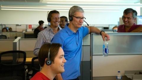 Tim Cook, CEO de Apple, tuitea una foto de la cadena de montaje del Mac Pro... corriendo Windows.
