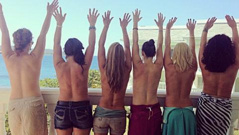 Selfie Topless, la nueva moda en Instagram