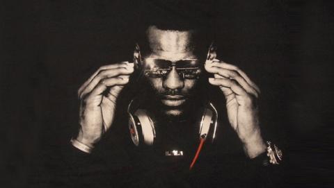 Lebron James gana 30 M de $ tras la compra de Beats por parte de Apple