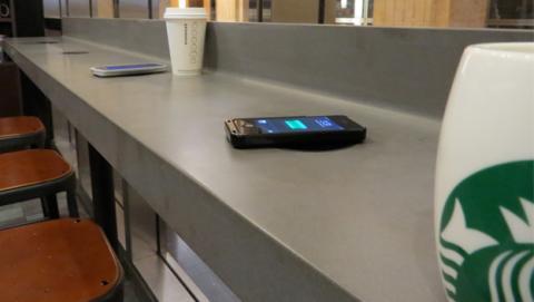 Sturbucks facilita cargadores inalámbricos en sus cafeterías