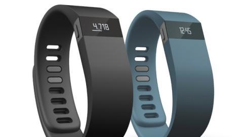 Las pulseras de fitness y monitores de actividad venden cuatro veces más que los smartwatches o relojes inteligentes. Fitbit es la marca líder.