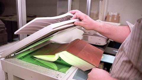 Tres detenidos y cinco imputados por piratear 1300 libros, convertirlos a PDF y fotocopiarlos de forma masiva.