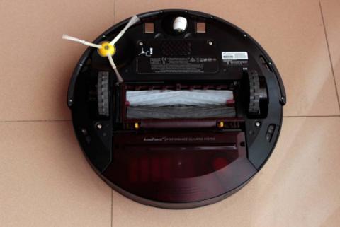 Sensores en la parte inferior del Roomba 880