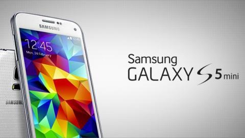 Samsung Galaxy S5 mini, con pantalla de 4.5 pulgadas, procesador de 4 núcleos, sensor de huellas, medidor de pulso y certificación IP67.