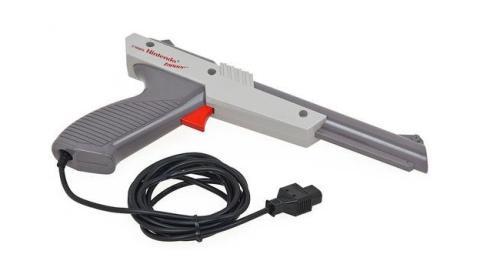 Se sirve de la pistola de un videojuego para detener un robo