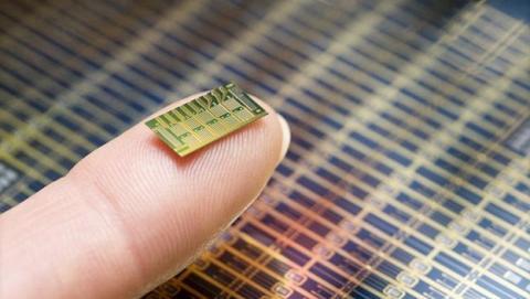 La Fundación Bill & Melinda Gates financia el chip anticonceptivo por control remoto.