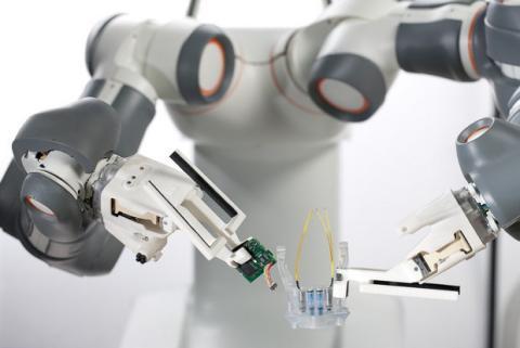 10.000 robots para fabricar el iPhone 6
