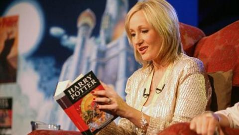 J.K. Rowling publica nueva historia corta de Harry Potter, colapsa su web Pottermore.