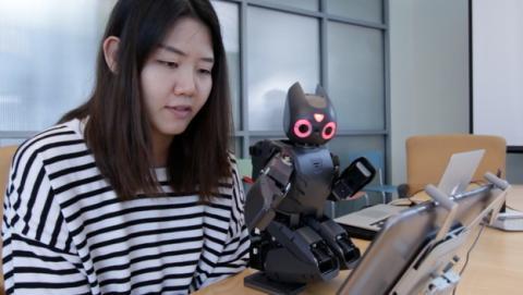 Un robot que juega a Angry Birds ayudará en la rehabilitación de niños discapacitados o lesionados.