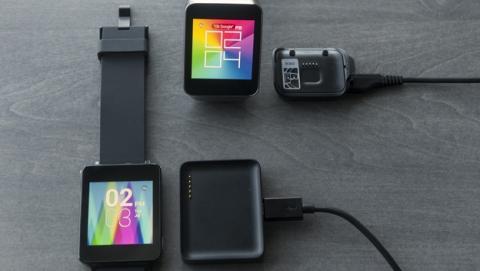 Los cargadores de los smartwatches LG G Watch y Samsung Gear Live  no se pueden reemplazar. Si se estropean o lo pierdes, no están a la venta.