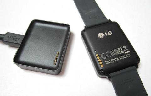 Cargador LG G Watch. Foto: KnowYourMobile.com
