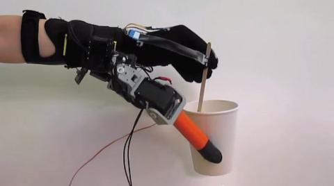 mano robótica siete dedos