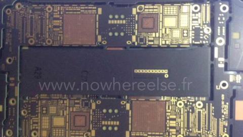 Develada la placa base del iPhone 6, con NFC y WiFi 802.11ac.