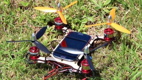 Flone, crea tu propio drone volador con tu smartphone