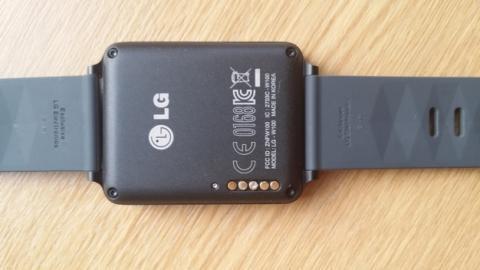 El smartwatch LG G Watch tiene un problema de corrosión en los conectores del cargador, que se corrige con una actualización.