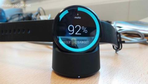 Moto 360: nuevas fotos, cargador inalámbrico, podómetro, medidor de pulso, resistencia al agua IP67.