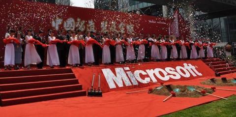 Microsoft regala smartphones a los despedidos en China