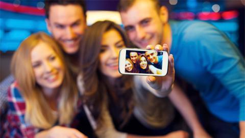 Lanzan una app que 'da la vuelta' al concepto de 'Selfie'