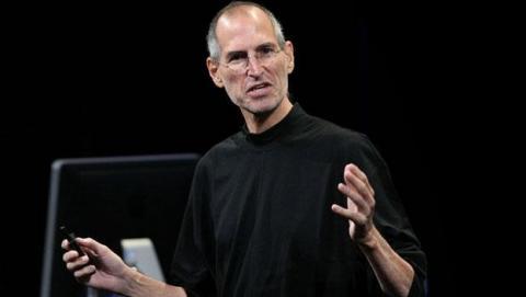 Accionistas de Apple denuncian a Steve Jobs y Tim Cook por pactar ilegalmente con Google e Intel para no quitarse empleados.