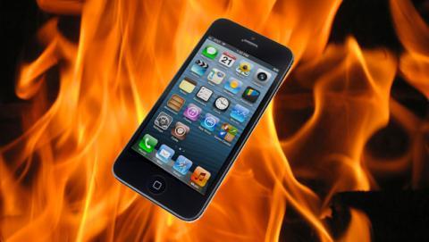 Un iPhone 5 se incendia en un avión justo antes de despegar