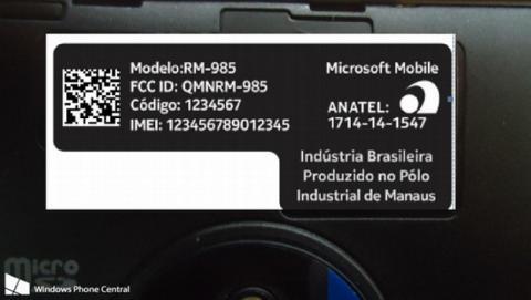 El logo Microsoft Mobile aparece en pegatina del Lumia 830.