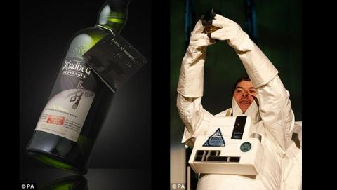 Una botella de whisky escocés Ardbeg madurado tres años en el espacio, en la Estación Espacial Internacional, vuelve a la Tierra para ser estudiado.