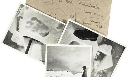 Christie subasta míticas fotos de huellas del Yeti, tomadas en 1951, por 4000€.