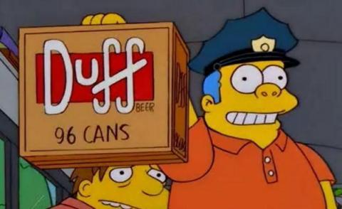 Caja de 99 latas de cerveza