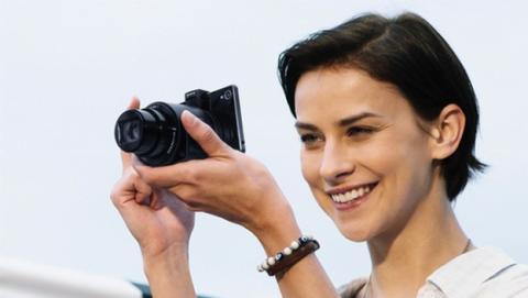 Sony estrena objetivos acoplables para smartphone QX1 y QX30.