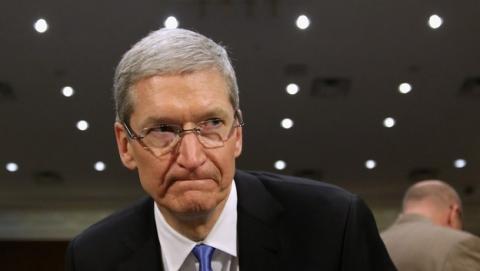 Tim Cook anuncia nuevas medidas de seguridad en iCloud tras el robo de fotos de famosas desnudas en iCloud.