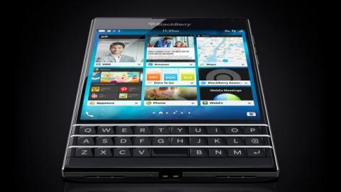 BlackBerry Passport presentado, la leyenda se renueva con una pantalla cuadrada y teclado físico.