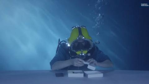 Unboxing submarino del Sony Xperia Z3... ¡Sí! ¡Bajo el agua! (vídeo)