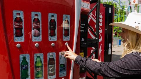 Coca-Cola añade WiFi gratis a sus máquinas expendedoras de bebidas.